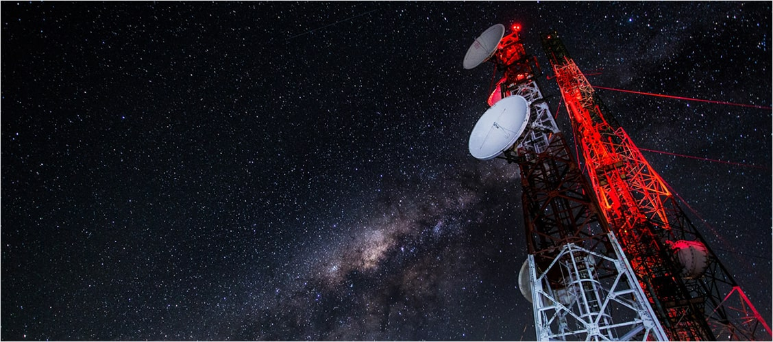 Instalación de servicios de tecnología de acceso en cobre, fibra óptica, GPON, inalámbricos y satelitales